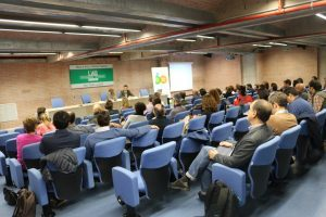 Sala con la audiencia de la conferencia copyright