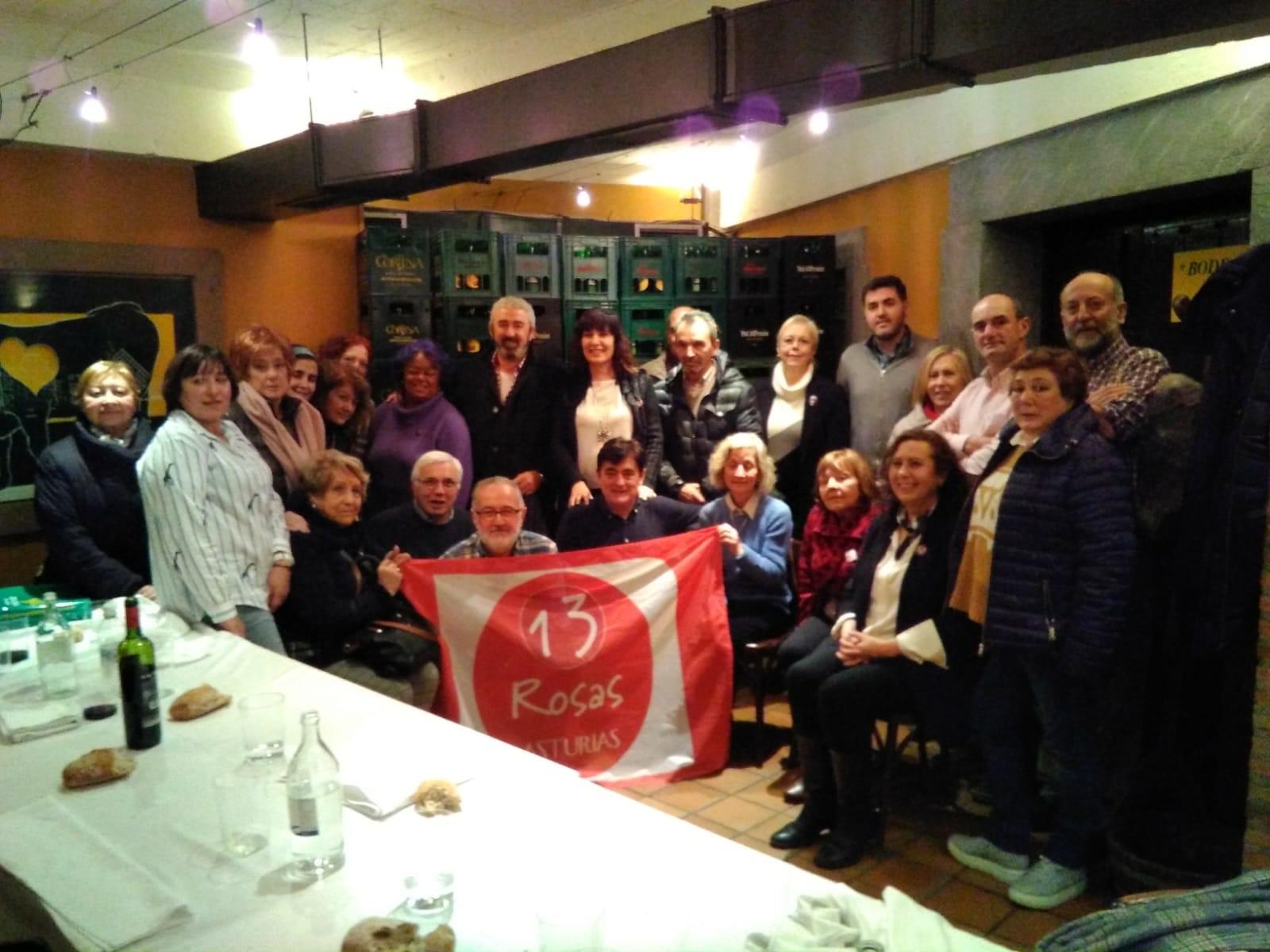 Foto de grupo - Jonás Fernández y 13 rosas