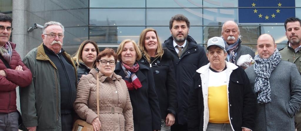 Jonás Fernández con el grupo de visita de Langreo