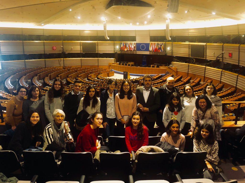 Foto de grupo en el hemiciclo del Parlamento europeo