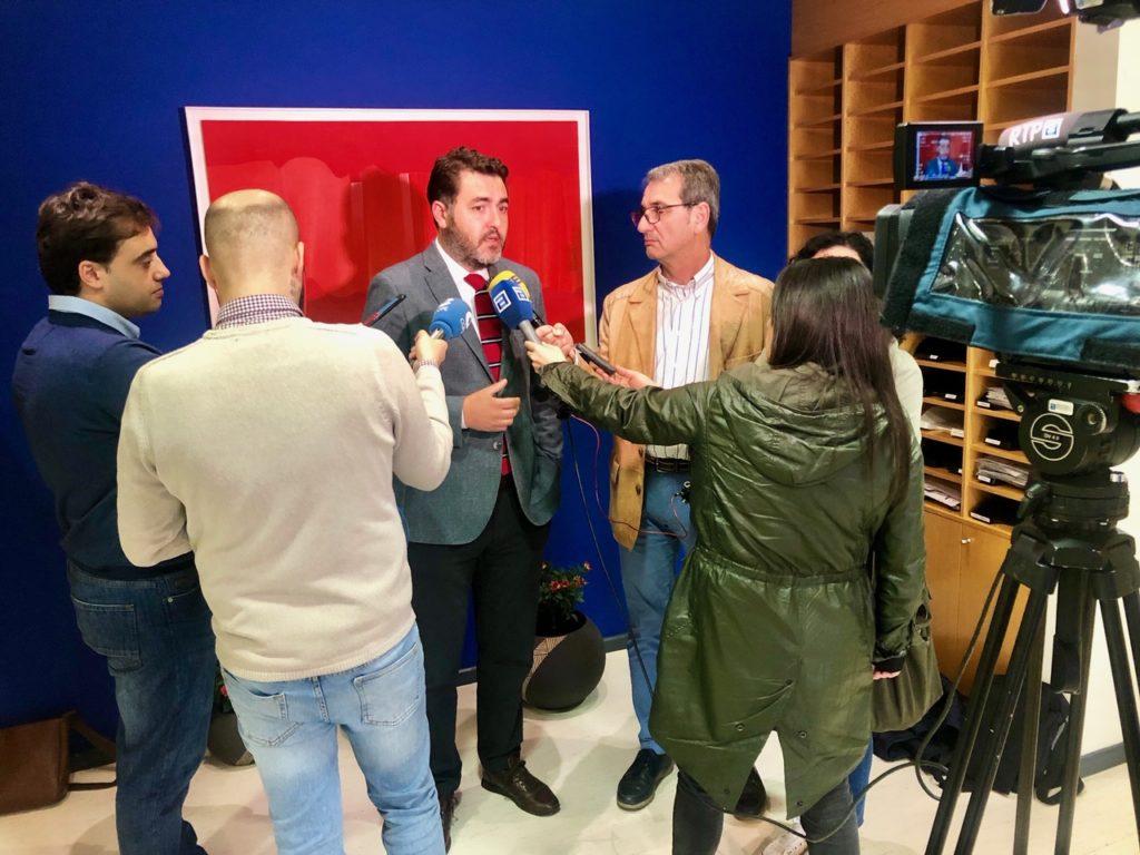 Jonás Fernández habla a la prensa en FADE