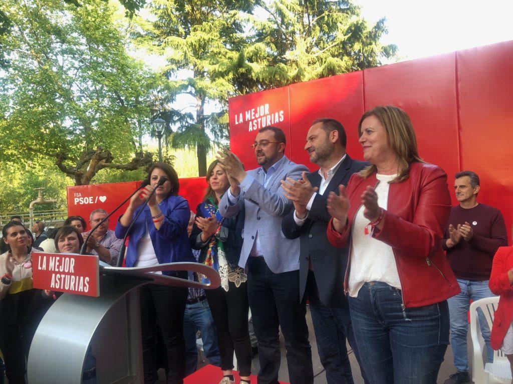Canidatos socialistas en el podio