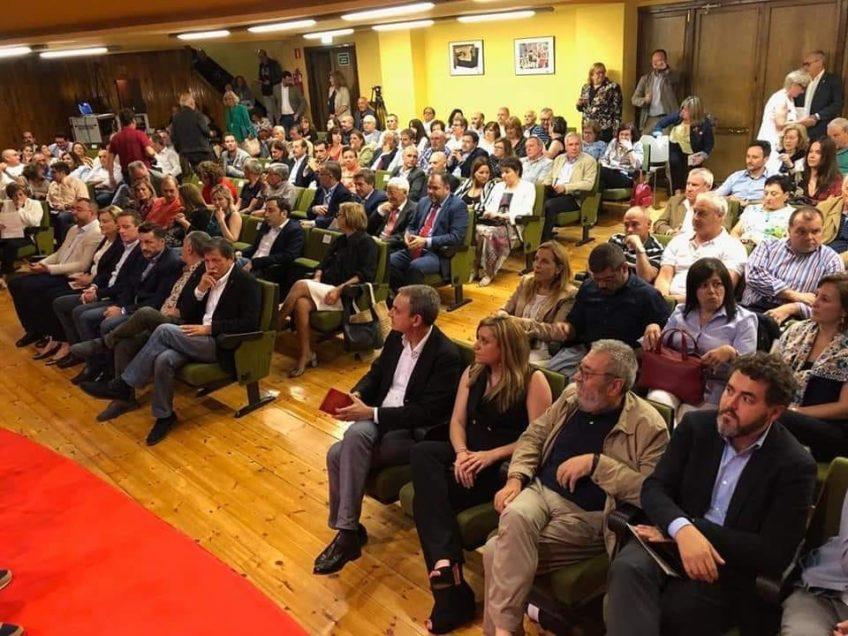 Sala repleta de audiencia en la sede de UGT Oviedo