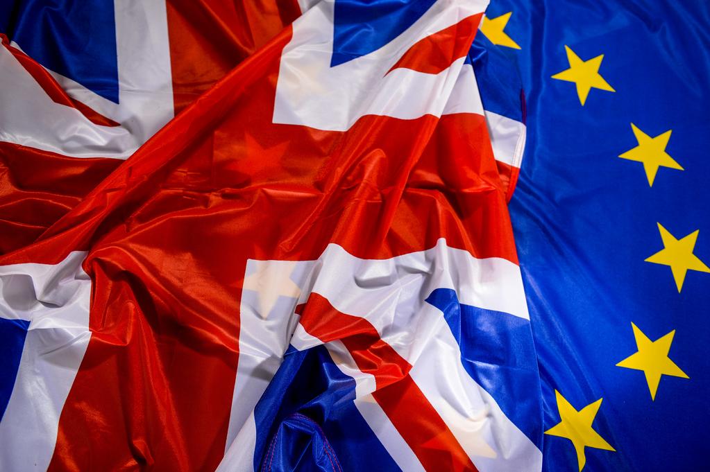 Banderas UE y UK